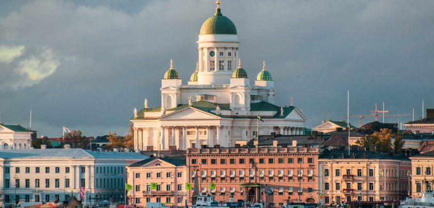Questa immagine mostra il duomo di Helsinki, in Finlandia